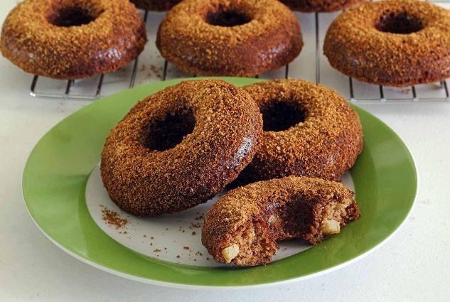 paleonewbie.com baked apple-cinnamon donuts - paleo and gluten-free