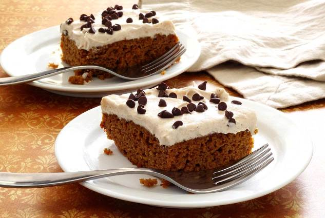 Easy recipe paleo pumpkin cake with frosting from paleonewbie.com