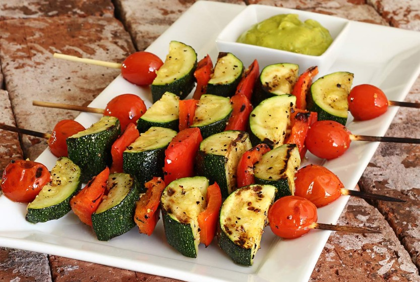 easy paleo recipe for veggie shish kebabs with an easy avocado sauce