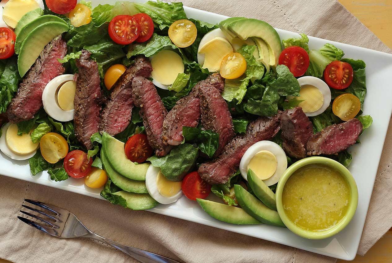 Paleo Steak Salad W Creamy Garlic Vinagrette Paleo Newbie